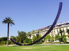 Arc de Bernar Venet Nice Jardin Albert 1er Coulée verte