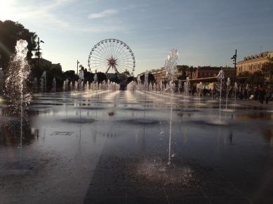 Jets d'eau et grande roue Nice Coulée verte Promenade du Paillon