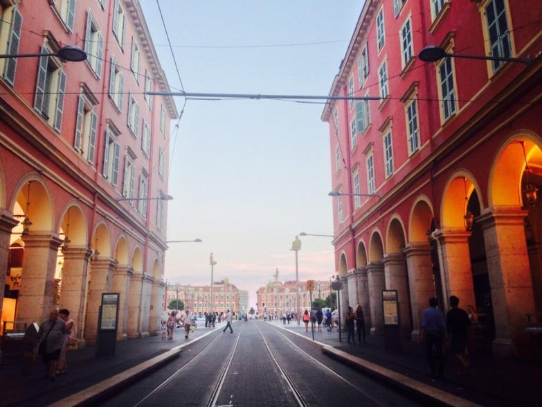 Cap sur la mer - Nice Arcades Place Masséna Station du tramway