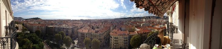 Nice panoramique des toits de la ville depuis le Majestic