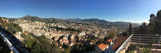 Nice vue panoramique des toits de la ville depuis Pessicart